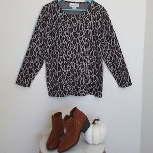 Cathy Daneils size med lepord print sweater